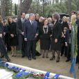 L'infante Cristina d'Espagne déposant sa couronne lors de la cérémonie commémorant les 50 ans de la disparition du roi Paul Ier de Grèce, le 6 mars 2014 à la nécropole royale du domaine Tatoï, au nord d'Athènes.