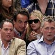 """Mary-Kate Olsen et Olivier Sarkozy durant un match des Los Angeles Clippers à New York le 25 avril 2012"""