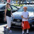 Reese Witherspoon sort de son cours de gym avec son fils Deacon Phillippe à Brentwood, le 16 mars 2014.