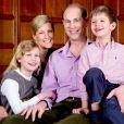Le prince Edward et la comtesse Sophie de Wessex avec leurs enfants Lady Louise et James, vicomte Severn, à Londres le 9 mars 2014, à la veille du 50e anniversaire du fils benjamin d'Elizabeth II.