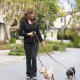 Exclusif - Victoria Sellers, la fille des acteurs Britt Ekland et Peter Sellers, promène ses chiens, Max et Roxy, à West Hollywood en Californie, le 4 mars 2014.