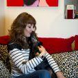 Exclusif - Victoria Sellers, la fille des acteurs Britt Ekland et Peter Sellers, pose avec son chien Max dans sa maison de West Hollywood en Californie, le 4 mars 2014.