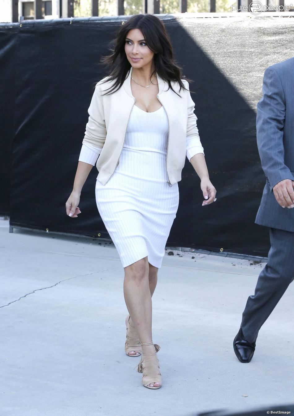 Robe kim kardashian blanche et or