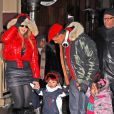 Mariah Carey, Nick Cannon et leurs enfants Moroccan et Monroe à Aspen. Le 23 décembre 2013.