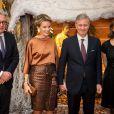 La reine Mathilde et le roi Philippe de Belgique entourés du prince Laurent et de la princesse Claire au concert de Noël au palais royal, le 11 décembre 2013