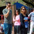 Jessica Alba et son mari Cash Warren passent leur après-midi en famille au Coldwater Canyon Park à Beverly Hills, le 29 mars 2014.