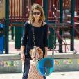 Jessica Alba et sa fille Haven passent leur après-midi au Coldwater Canyon Park à Beverly Hills. Le 29 mars 2014.