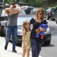 Jessica Alba, son mari Cash Warren et leurs filles Honor et Haven passent l'après-midi au Coldwater Canyon Park à Beverly Hills, le 29 mars 2014.