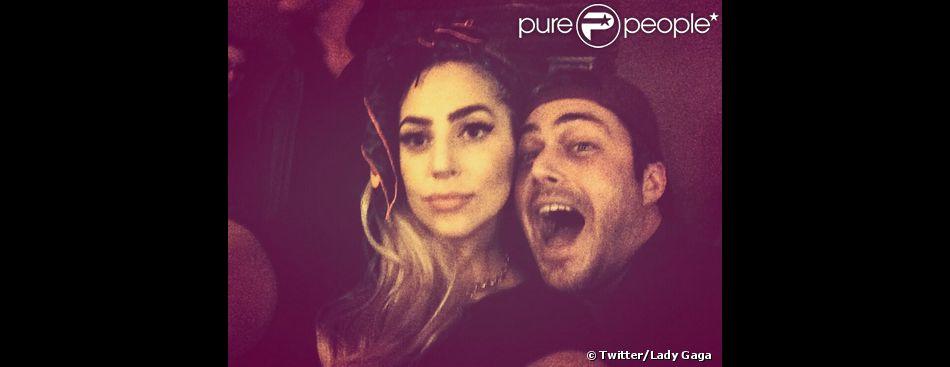 Lady Gaga a posté un selfie avec son boyfriend Taylor Kinney, le 6 avril 2014.