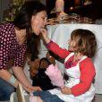 """Exclusif - Adeline Blondieau et sa fille Wilona lors d'un goûter de Pâques """"Tout Chocolat"""" à l'Hôtel de Vendôme à Paris le 9 avril 2014."""