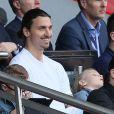Zlatan Ibrahimovic et ses fils Maximilian et Vincent assistent au match PSG-Reims, au Parc des Princes à Paris le 5 avril 2014.