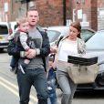 Wayne Rooney en bon père de famille auprès de son épouse Coleen et leurs enfants Kai et Klay, dans les rues d'Alderley Edge, le 12 avril 2014