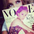 Kylie Minogue prend la pose sa couverture du magazine Vogue, édition australienne, sur Instagram avril 2014.