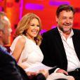 """Kylie Minogue et Russell Crowe sur le plateau du """"Graham Norton Show"""" à Londres, le 3 avril 2014."""
