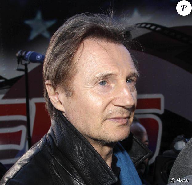 Liam Neeson interrogé par la presse pour son soutien au maintien des attelages de chevaux à Central Park, à New York, le 9 mars 2014.