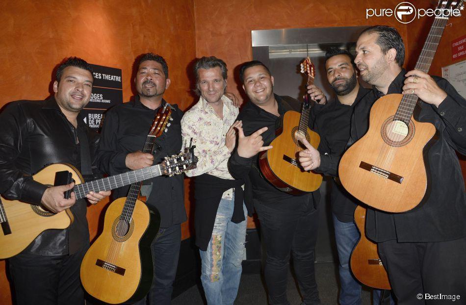 Yvan Le Bolloc'h avec la troupe au concert de Chico & The Gypsies à l'Olympia à Paris, le 15 avril 2014.