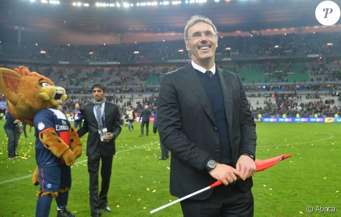 Laurent blanc lors de la finale de football de la coupe de - Billetterie psg lyon coupe de la ligue ...