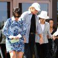 Kris et Bruce Jenner, et Mary Jo Shannon (mère de Kris Jenner) quittent une église à Agoura Hills. Le 20 avril 2014.