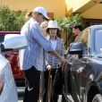 Bruce Jenner et Mary Jo Shannon, mère de Kris Jenner, quittent une église à l'issue de la messe de Pâques. Agoura Hills, le 20 avril 2014.