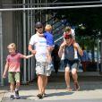 Matt Bomer, son mari Simon Halls et leur fils Henry, Walker et Kit à Soho, New York, le 2 août 2012.