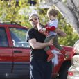 Robert Downey Jr. et son fils Exton à Malibu, Los Angeles, le 27 février 2014.