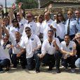 Photo de famille autour du maire, Richard Galy lors de l'épreuve de pétanque organisée à Mougins dans le cadre du 1er Trophée du Sud des Alpes à Mougins. 4 mai 2014