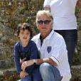 Franck Dubosc et son fils Raphaël lors de l'épreuve de pétanque organisée à Mougins dans le cadre du 1er Trophée du Sud des Alpes. 4 mai 2014