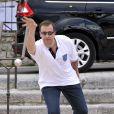 Le magicien Sylvain Mirouf lors de l'épreuve de pétanque organisée à Mougins dans le cadre du 1er Trophée du Sud des Alpes. 4 mai 2014