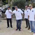 Jean-Marie Bigard pointe sous le regard d'Arnaud Bovolenta, de Richard Galy et de Franck Dubosc lors de l'épreuve de pétanque organisée à Mougins dans le cadre du 1er Trophée du Sud des Alpes. 4 mai 2014
