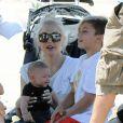 Gwen Stefani avec ses fils Kingston et Apollo au match de foot de Zuma à Brentwood. La famille est ensuite allée déjeuner à Beverly Hills, le 17 mai 2014.