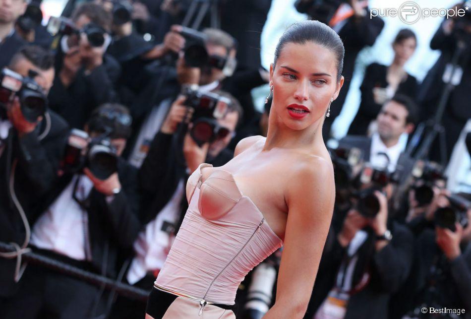 """Adriana Lima - Montée des marches du film """"The Homesman"""" lors du 67e Festival du film de Cannes – Cannes le 18 mai 2014."""