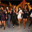Kim Kardashian a enterré sa vie de jeune fille avec ses soeurs et ses amies à Paris. La joyeuse bande s'est rendue devant la pyramide du Louvre pour finir la soirée. Le 22 mai 2014