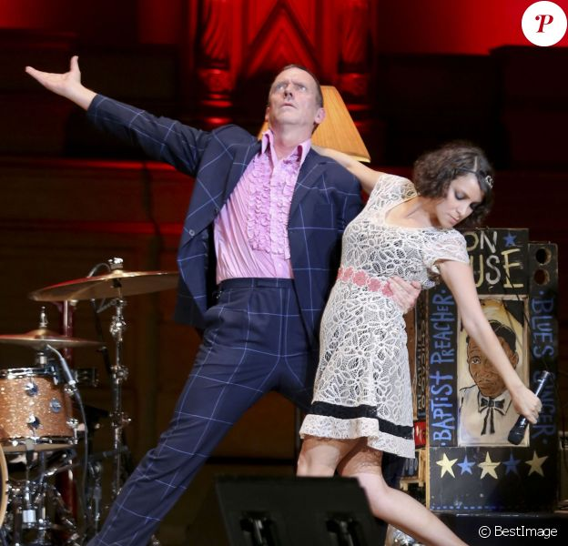 L'acteur Hugh Laurie et le groupe The Copper Bottom en concert au Orpheum Annex Theatre à Vancouver, le 20 mai 2014.