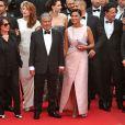 """Elodie Fontan,Julia Piaton, Ary Abittan, Frédérique Bel, Chantal Lauby, Christian Clavier et Isabelle De Araujo (Bijoux APM Monaco) - Montée des marches du film """"Jimmy's Hall"""" lors du 67e Festival du film de Cannes le 22 mai 2014"""