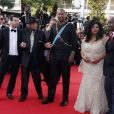 """Joseph Jackson et Mandla Mandela (petit-fils de Nelson Mandela) à la montée des marches du film """"Sils Maria"""" lors du 67e Festival du film de Cannes le 23 mai 2014."""