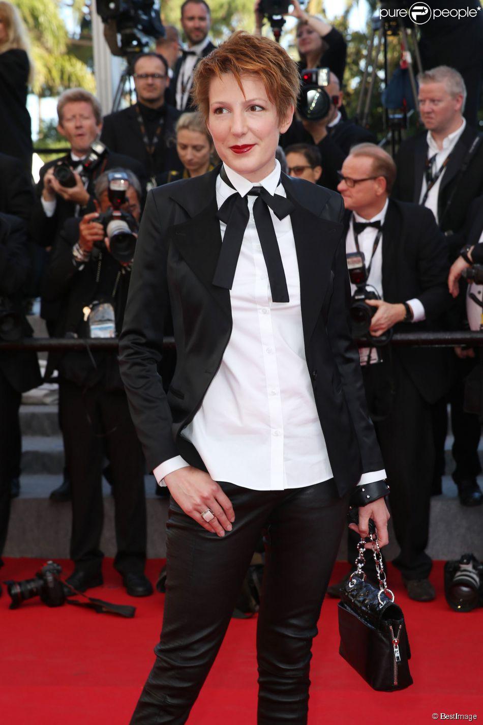 """Natacha Polony à la montée des marches du film """"Sils Maria"""" lors du 67e Festival du film de Cannes le 23 mai 2014."""
