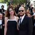 """Helena Noguerra et Fabrice du Welz à la montée des marches du film """"Sils Maria"""" lors du 67e Festival du film de Cannes le 23 mai 2014."""