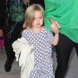 Vivienne, la fille de Brad Pitt et Angelina Jolie, arrivant à l'aéroport de Los Angeles en provenance d'Australie le 5 février 2014