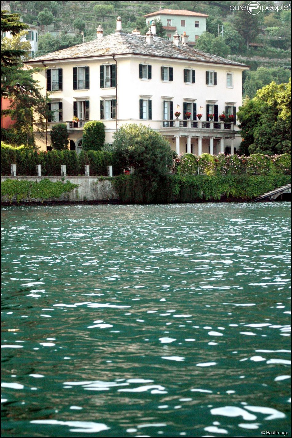 La maison de george clooney pr s du lac de c me en italie a t visit e pa - Maison de georges clooney lac de come ...