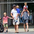 Matt Bomer, son mari Simon Halls et leurs enfants, Henry, Walker et Kit à Soho, New York, le 2 août 2012.