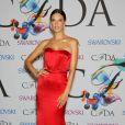 Alessandra Ambrosio arrive à la soirée des CFDA Fashion Awards 2014 à New York, le 2 juin 2014.