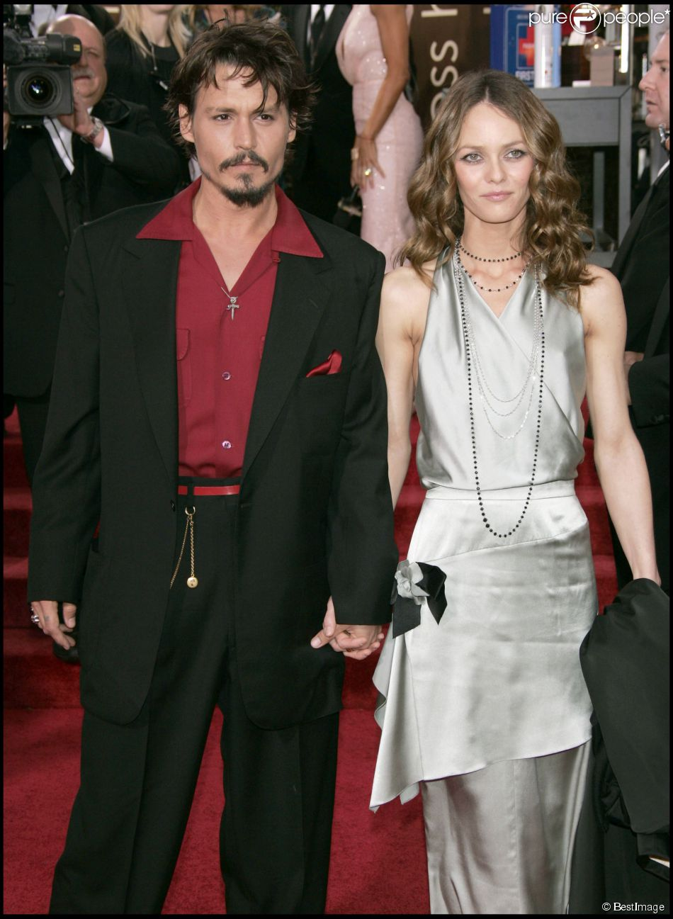 johnny depp et vanessa paradis lors des golden globes 2006. Black Bedroom Furniture Sets. Home Design Ideas