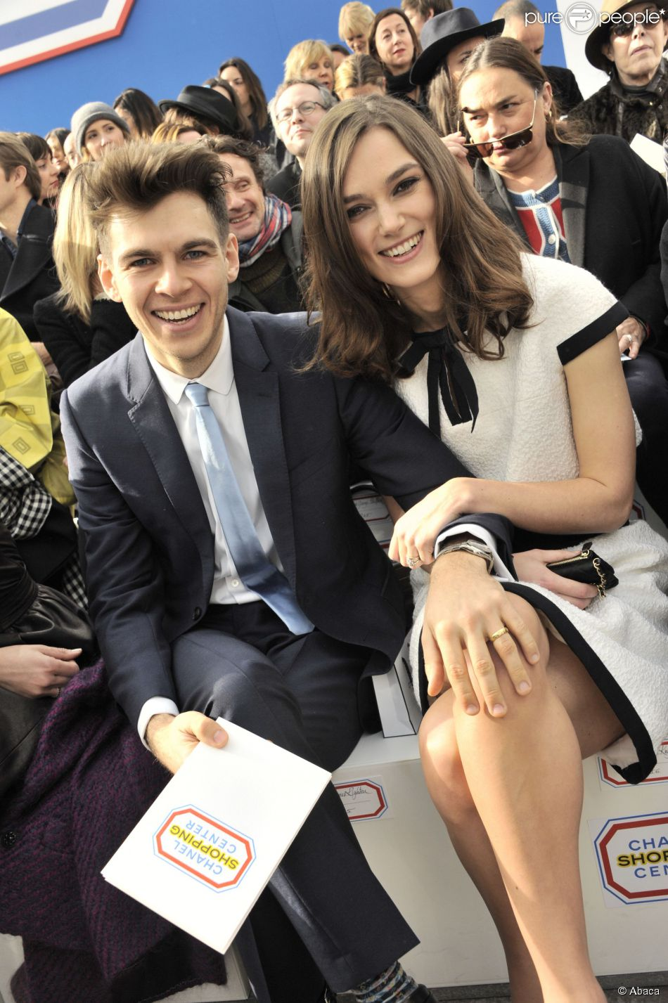 Keira Knightley et son mari James Righton complices et amoureux à Paris, le 4 mars 2014.