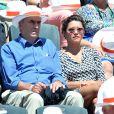 Emma de Caunes et son grand-père Marcel aux Internationaux de France de tennis de Roland Garros à Paris, le 6 juin 2014