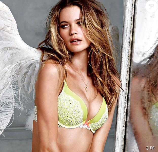 Behati Prinsloo renfile ses ailes d'ange pour Victoria's Secret.