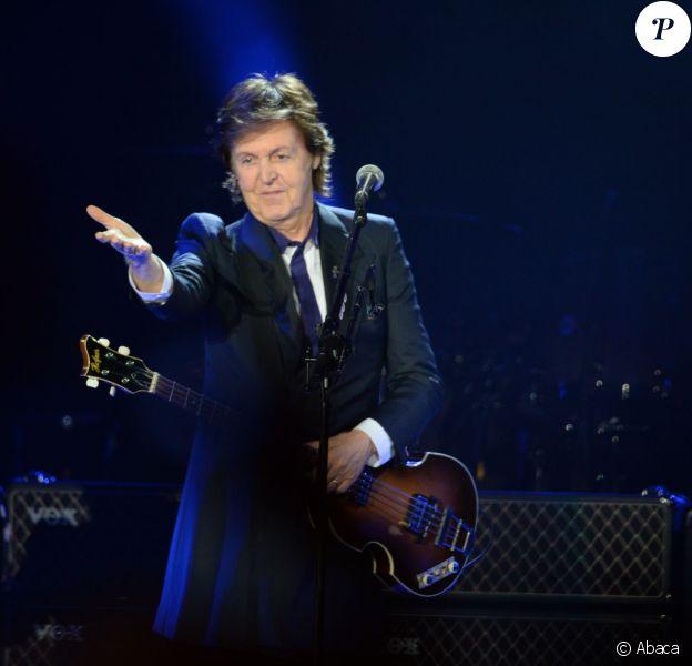 """Paul McCartney en cocnert à Varsovie dans le cadre de son """"Out There! Tour"""", le 22 juin 2013."""