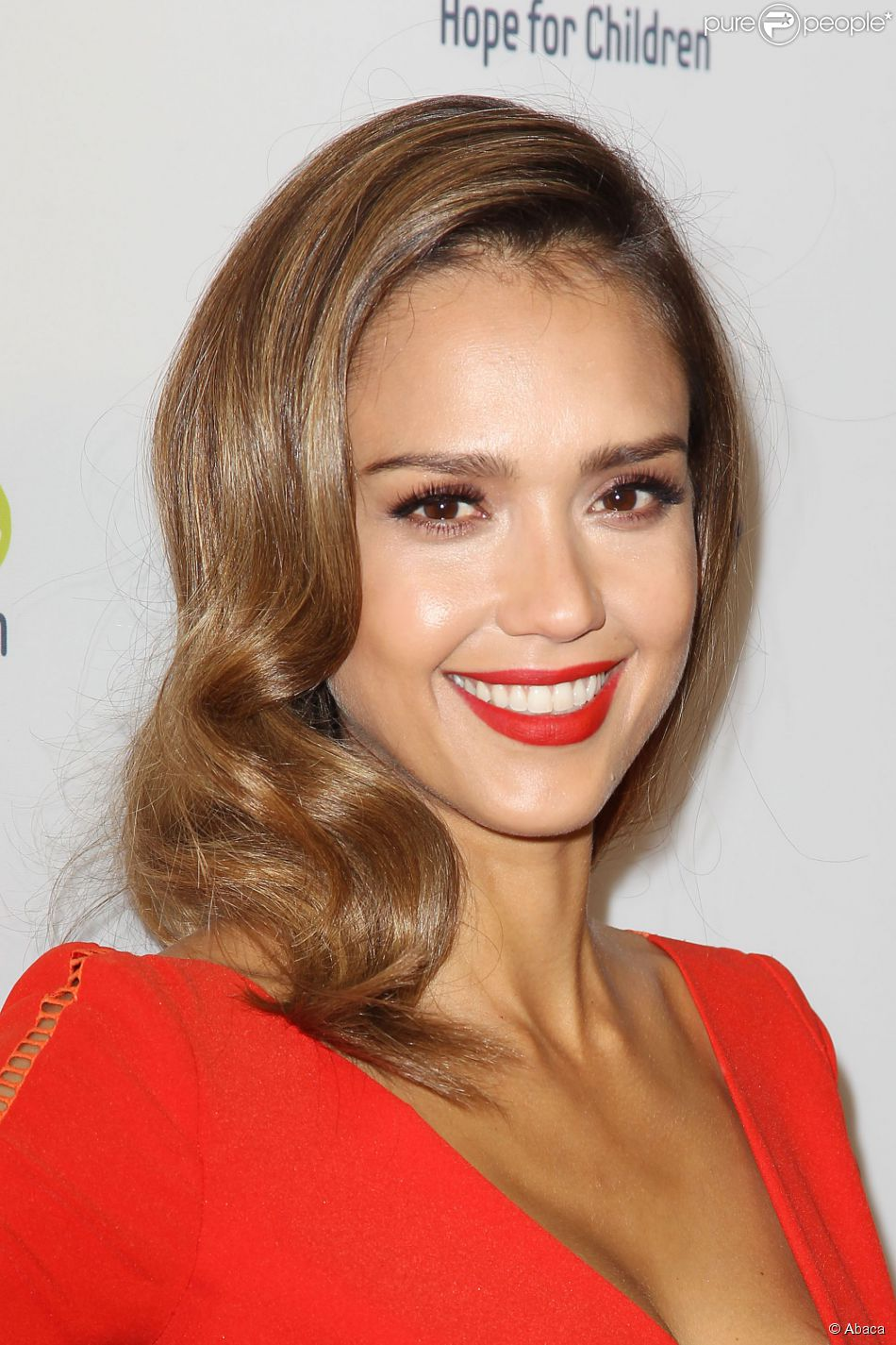 ff5121d1443 Jessica Alba au gala Samsung Hope for Children  agrave  New York City