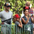 Jessica Alba a passé la journée à Disneyland Resort avec son mari Cash Warren et ses filles Honor et Haven, le 9 juin 2014 à Los Angeles.