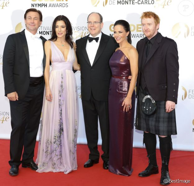 Grant Bowler, Jaime Murray, le prince Albert II de Monaco, Julie Benz et Tony Curran - Cérémonie de clôture du 54e Festival de télévision de Monte-Carlo à Monaco. Le 11 juin 2014.