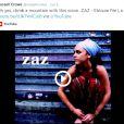 L'acteur néo-zélandais s'est découvert une passion pour la chanteuse Zaz sur qui il n'a eu de cesse de tweeter en juin 2014.